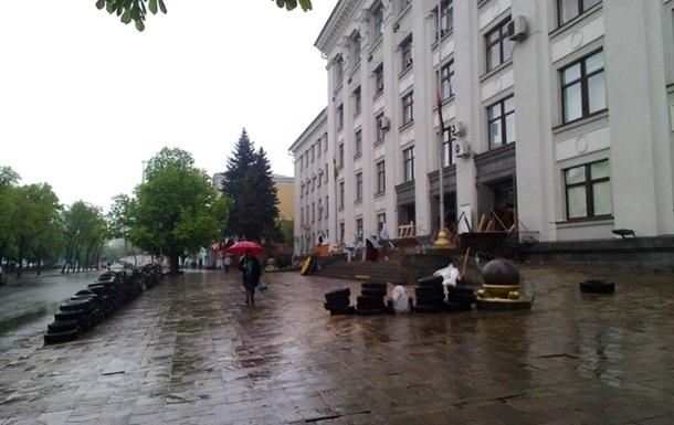 Из гаража облсовета Луганска ополченцы забрали четыре автомобиля – СМИ