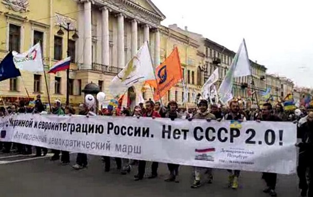 В Санкт-Петербурге на антивоенном марше активисты спели гимн Украины
