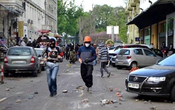 Яценюк винит милицию в бездействии во время беспорядков в Одессе