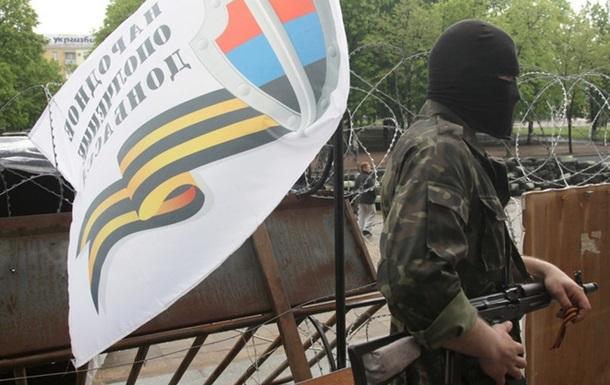 В Луганске возле СБУ неизвестные обстреляли баррикады - МВД