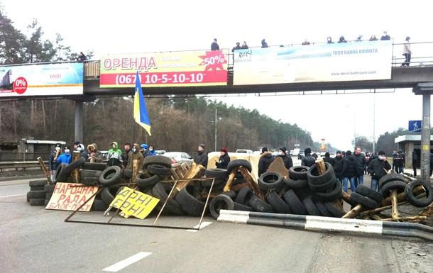 Киев готовится к провокациям: возводятся блокпосты