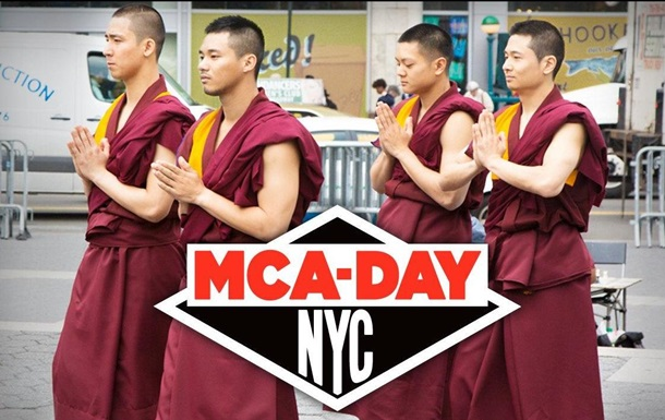В Нью-Йорке буддисты станцевали брейк в честь основателя Beastie Boys