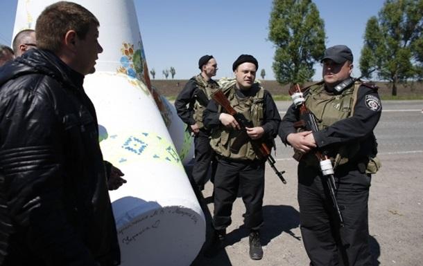 Бойцы АТО уничтожили два автомобиля в ответ на обстрел блокпоста – МВД
