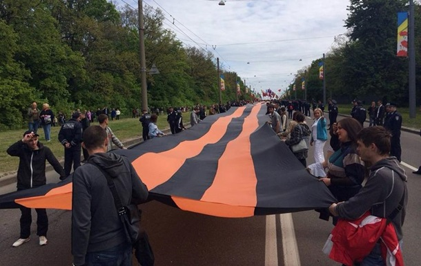 В Харькове началось шествие в честь Дня Победы. Фото и стрим