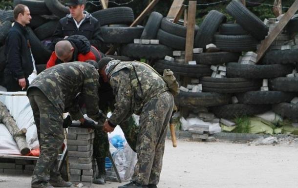 Сторонники федерализации усилили охрану возле ЦИК в Донецке