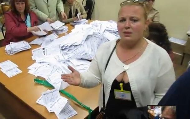 Великая плакальщица  выгоняет журналистов с референдума в  Луганске