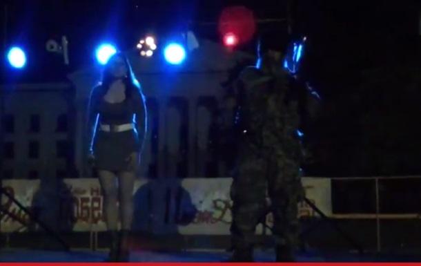 Танцы сепаратиста Бабая с автоматом