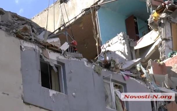 Николаевские спасатели продолжают извлекать тела из-под завалов дома