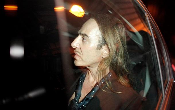 Уволенный со скандалом из Dior Джон Гальяно нашел работу в России