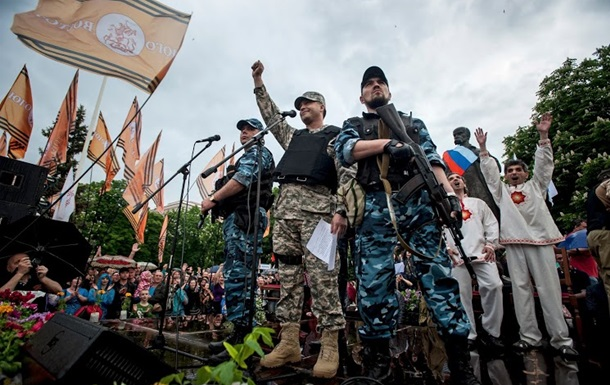В Антраците захвачена окружная избирательная комиссия
