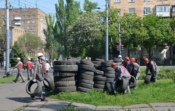Металлурги расчистили улицы Мариуполя от баррикад