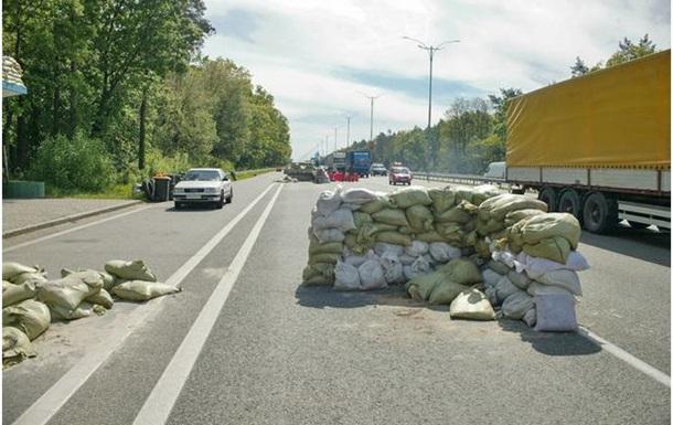 Самооборона Киева организовала 11 блокпостов на въезде в город