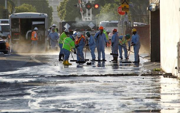 Улицы Лос-Анджелеса очищают от нефти