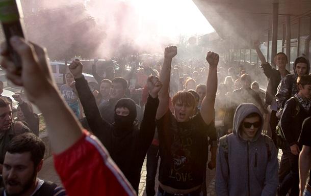 Националисты и фаны устроили беспорядки в Подмосковье