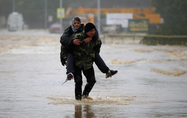 Главные фото 16 мая: затопленные Балканы и снайперы под Славянском