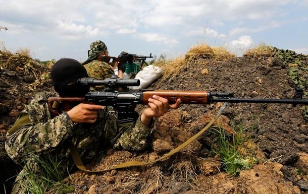 В результате обстрела блокпоста возле Славянска погиб украинский солдат - Минобороны