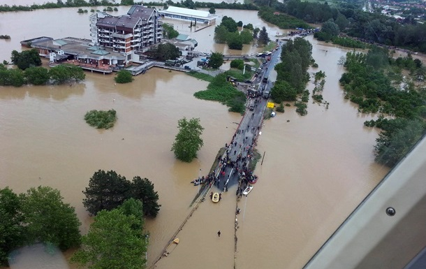 В Сербии срочно эвакуируют жителей города Обреновац