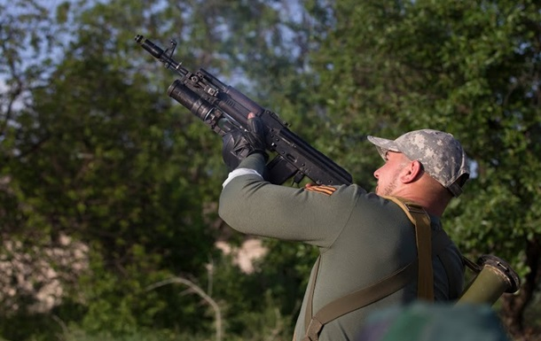 Представители ДНР в центре Донецка обстреляли вертолет