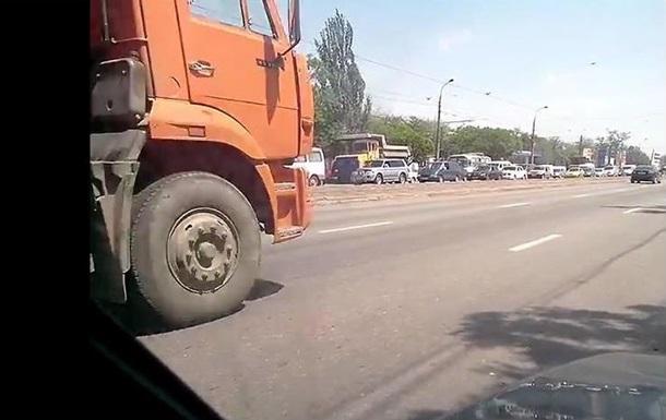 Техника Ахметова умышленно создает пробки в Мариуполе - очевидец