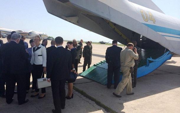 Заседание Кабмина как спецоперация. Чиновники прилетели в Николаев на военном самолете