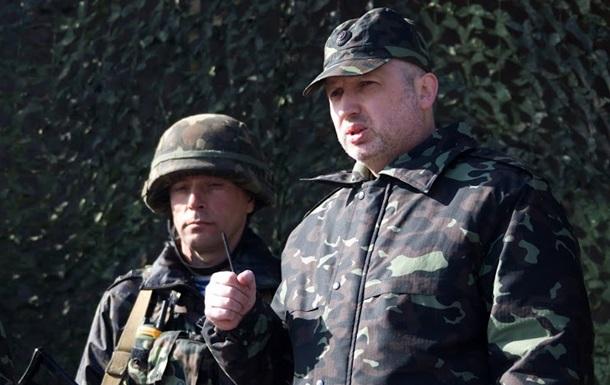 Турчинов под Славянском провел совещание с силовиками