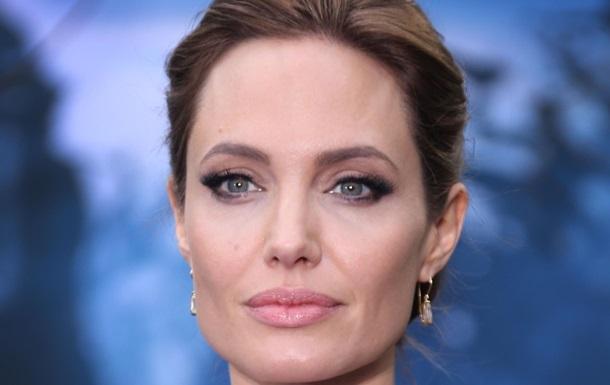 После операции Джоли все больше женщин просят хирургов удалить им грудь