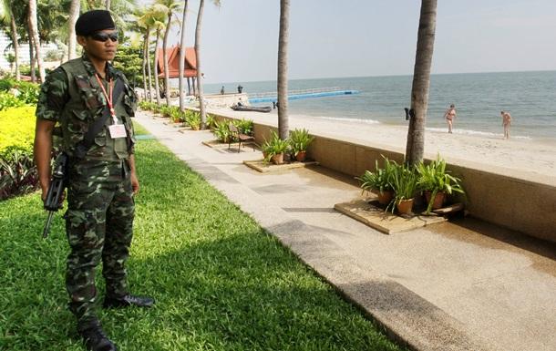 На курортах Таиланда действует комендантский час