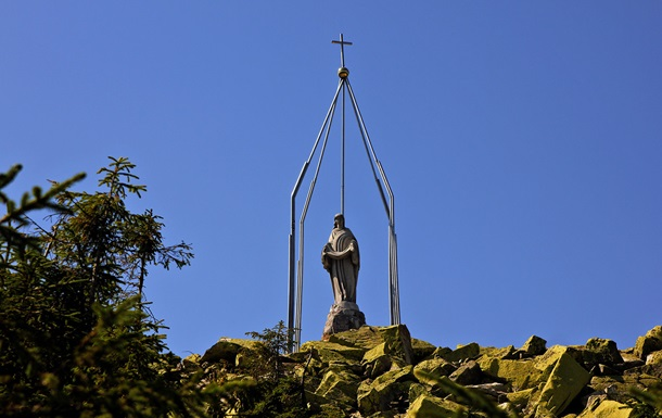 В Карпатах проходит молебен за Украину, мир и спокойствие