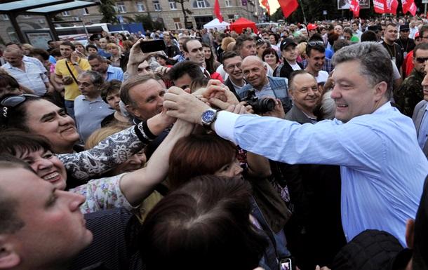 Обещанного три года ждут? Чем привлек Порошенко украинцев