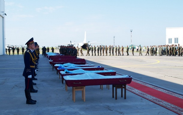 Украинские военнослужащие попрощались с погибшими возле Волновахи бойцами