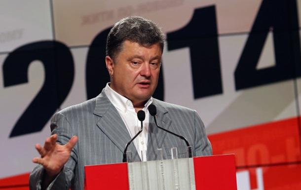 Летят самолеты и танки горят, а Порошенко уже командует
