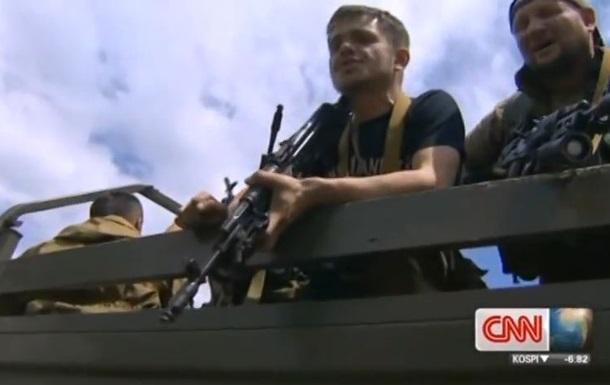 Вооруженные люди в интервью CNN называют себя  кадыровцами -добровольцами