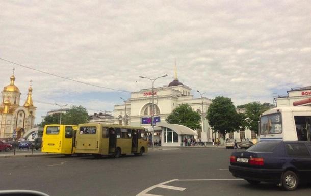 В Донецке вокзал и городской транспорт работают, аэропорт закрыт