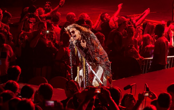 Корреспондент: Кризис жанра. Почему зарубежные артисты отменяют концерты в Украине