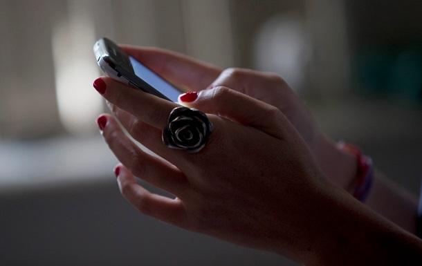 Одинокие девушки охотнее делятся личной информацией в соцсетях - исследование