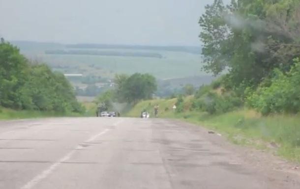 Возле Изюма боевики обстреляли колонну украинских военных - журналист
