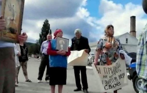 Казаки в Крыму разгромили храм УПЦ КП и напали на прихожан