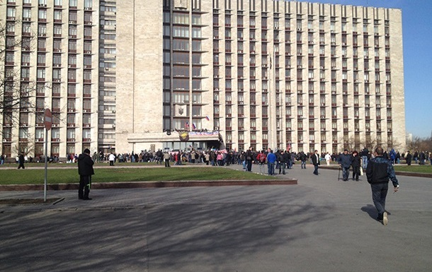 В ДНР заявляют, что их  дом правительства  обстреляли из гранатометов