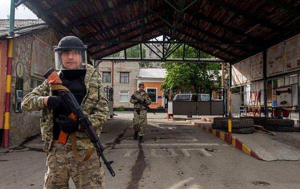В Луганске захватили еще одну воинскую часть
