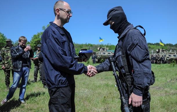 Семьи погибших военных будут обеспечены жильем - Яценюк