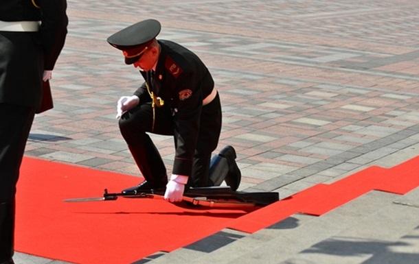 Обычное дело. Как военные теряли сознание на официальных церемониях