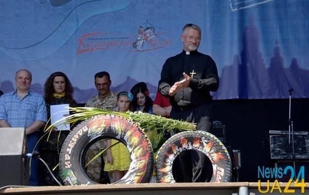 Активисты подарят Порошенко и Кличко разрисованные покрышки