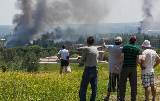В Славянске артиллерия обстреляла казарму ополченцев - СМИ