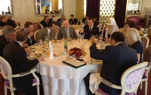Турчинов собрал политиков на молитвенный завтрак в Раде