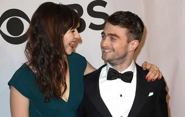 Звезда Гарри Поттера впервые вышел в свет с возлюбленной