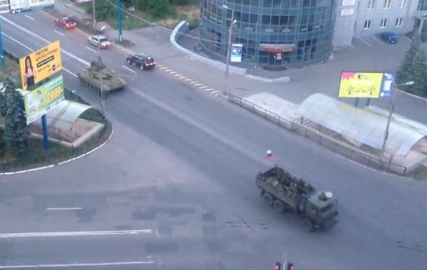 Через Макеевку проехали танки и военные грузовики под флагом России