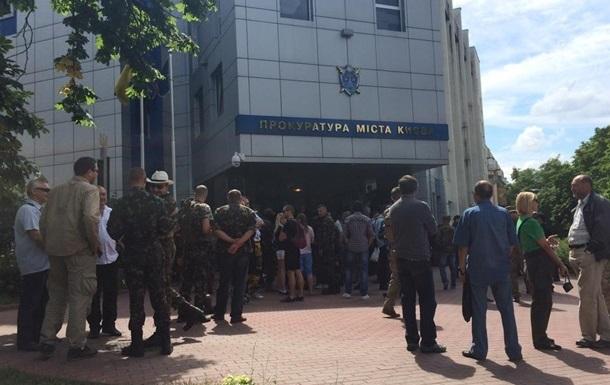 Активисты сотен прекратили штурм прокуратуры и возвращаются на Майдан