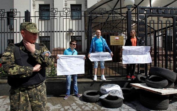 Протестующие под российским посольством выдвинули требования Кремлю