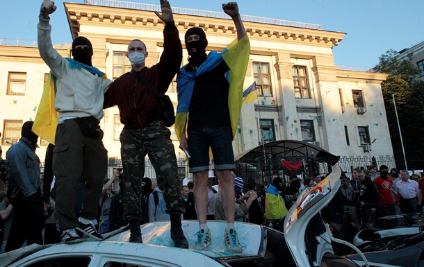 Беспорядки у посольства России в Киеве. Фотогалерея