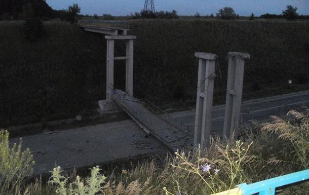 В сети появились фото взорванного моста возле Станицы Луганской